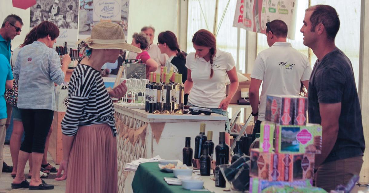 Los Mercados Agroalimentarios del Pirineo regresan este sábado en Villanúa