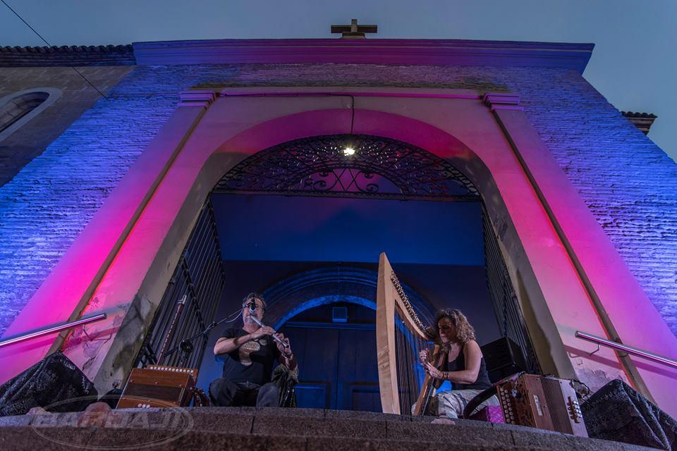 Pilar Gonzalvo y Miguel Ángel Fraile -ambos integrantes del grupo aragonés O´Carolan- forman el dúo El Mantel de Noa.